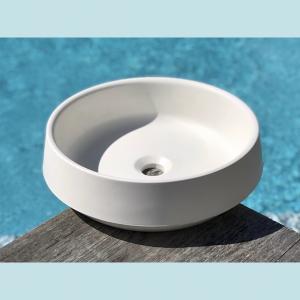 Vasque salle de bain à poser ronde Amarante blanche en marbre et résine - image principale