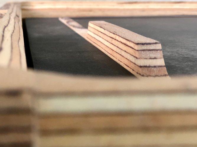un chat dans le tiroir zoom matière baubuche hetre chêne vasque marbre et résine (13)
